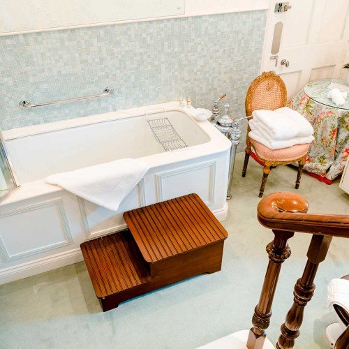 Summer Bathroom